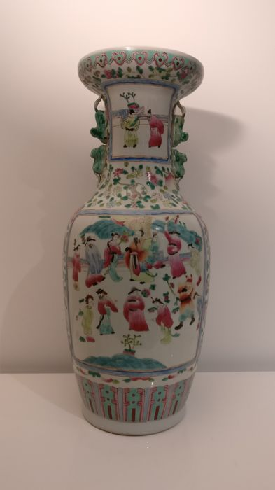 Large Famille Rose vase - China - Second half of 20th century.