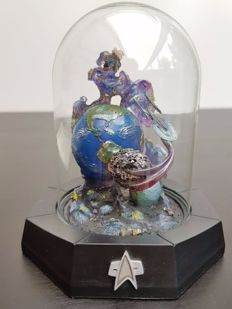 "Franklin Mint - Star Trek Limited Edition sculpture underneath glass bell jar - ""FIRST CONTACT"""