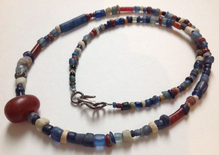 Ancient Nila excavation glass beads with neolithic carnelian pendant - ca. 55 cm