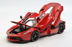 Bburago - Scale 1/18 - Ferrari LaFerrari 2014 - Red