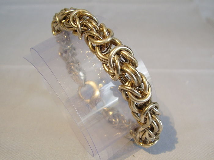 Heavy, massive king's chain bracelet