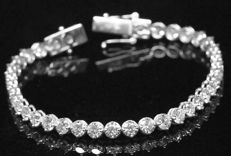 Ladies Tennis Bracelet with Brilliant cut diamonds total 15.05 ct - Size 200 mm
