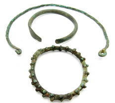 Iron Age lot of Twisted Neck Torc, Snake Bracelet and Sun Amulet - 50-124 mm  (3)