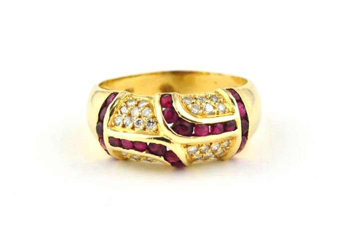 22 Rubies & 30 Diamonds (Tot. +/-0.45CT GH/VS-SI) set on 18k Yellow Gold Ring - E.U Size 54 *Re-sizable