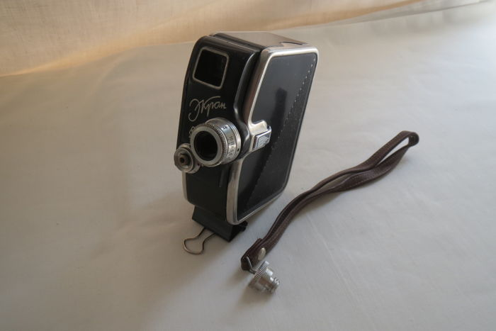 """Ekran"" - a mechanical camera- move camera miniature 8-mm .The engine is clockwork, mechanical. The USSR from 1961 to 1963. Production of KOMZ (Kazan)"