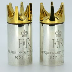 "The Queens Silver Jubilee"" Pair of vintage sterling silver salt and pepper shakers - Mappin & Webb - London - 1977"