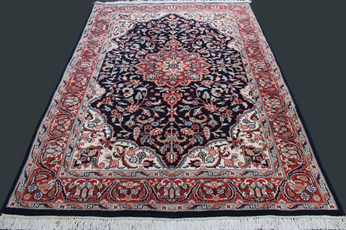 Fantastic and unique rug – Indo Keshan,  Lachek Torange Floral, App. 194 x 143 cm, private collection. In excellent condition, with Grutman and evaluation certificate.