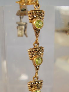 Bracelet with faceted peridots (approx. 8.1 ct) and marcasites