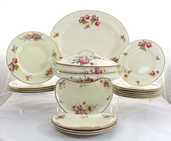 Antique Royal Worcester Porcelain Dinner Set - 19 Items - Dresden Flowers