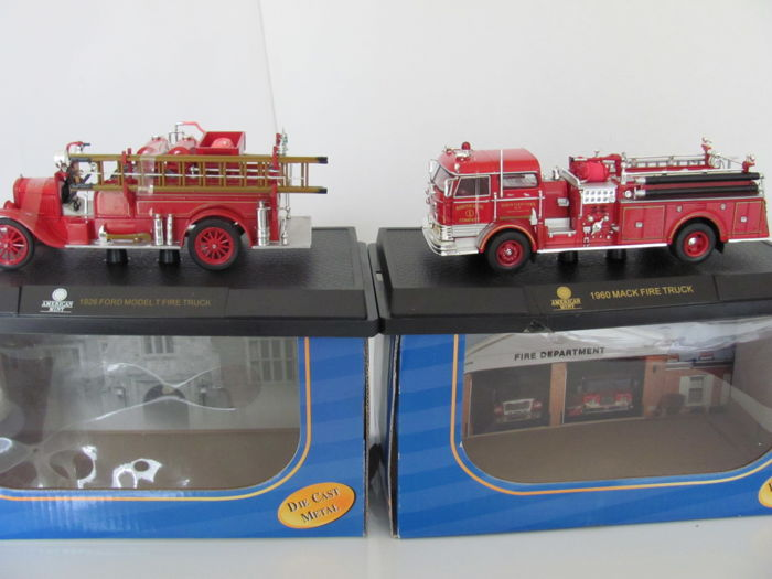 American Mint - scale 1/32 - 1960 Mack & 1926 Ford - Red
