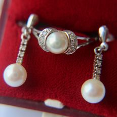 SET three-piece 14kt. white gold: Ring + Earrings  with sea / salty genuine Japanese Akoya shiny round pearls of good quality and small brilliants 8/8 cut H/SI. Wonderful state.