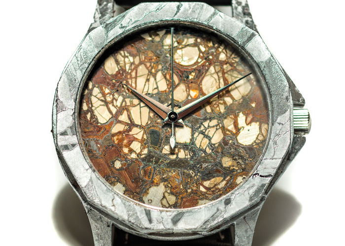 IIE meteorite watch (automatic) with pallasite dial - 62.7gr
