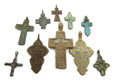 Very Fine Selection of 10 Medieval / Post Medieval Cross pendants - 24-51 mm (10)