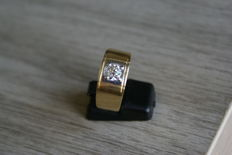 18 kt ring, brilliant-cut diamond approx. 1 ct, 18 kt yellow gold