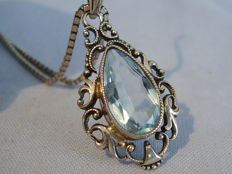 Pendant with light blue spinel of approx. 10 ct on necklace
