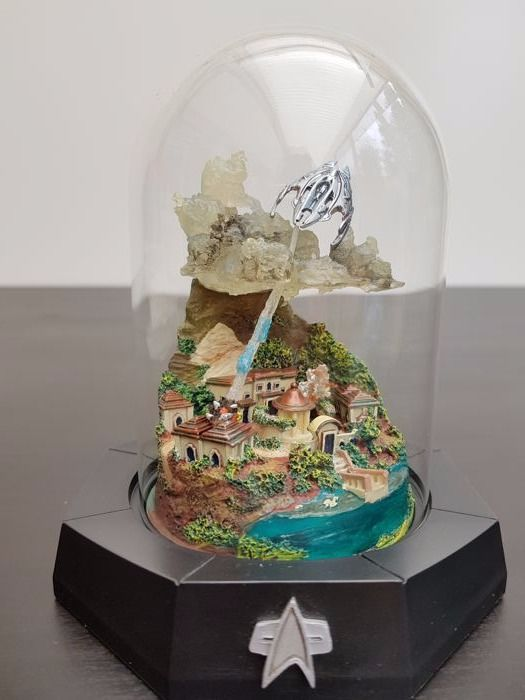 "Franklin Mint - Star Trek Limited Edition sculpture under a glass bell jar - ""Insurrection"""