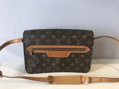 Louis Vuitton – Shoulder bag.