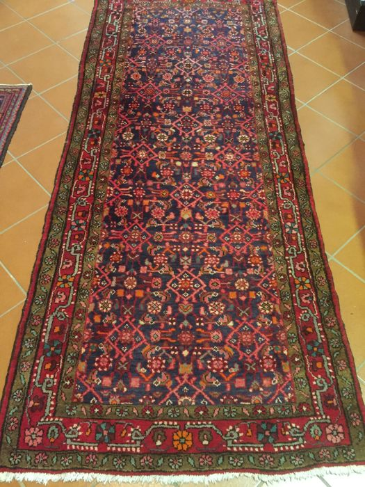 Enjilas Persian rug, hand-knotted using the Senneh knot; good quality and hard-wearing bright wool; size 120 x 290 cm; period 1950-1999