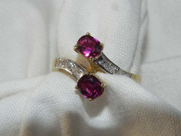 Cocktail ring 14 kt - 585 gold with 2 rubies and 8 brilliants of approx. 0.12 ct - diameter 16.7 mm