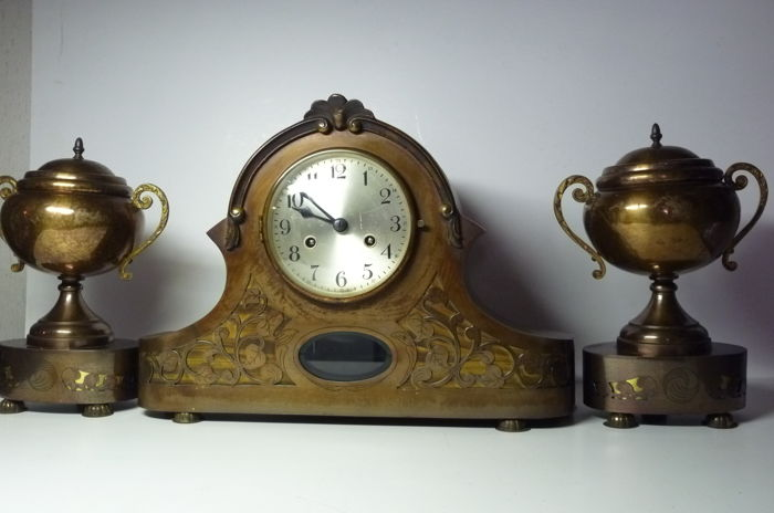 Brass mantel clock - 1930 - Fireplace set.