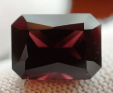 Spinel - 5.85 ct - no reserve price