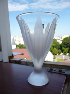 Lalique (France) - 'Campanule' vase