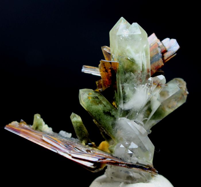 Rare Brookite Crystals with Green Chlorite Quartz Crystal Cluster - 40 x 45 x 20 mm - 10gm - 50 cts