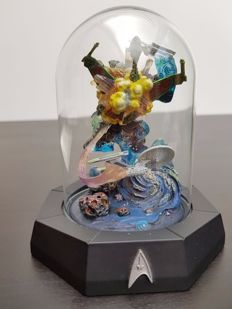 "Franklin Mint - Star Trek Limited Edition sculpture underneath glass bell jar - ""The Undiscovered Country"""