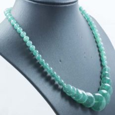 18 kt gold Jade Necklace of 44 cm