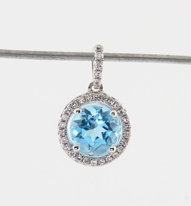 "18 kt white gold, diamonds and Topaz pendant 0.08 ct & 0.70 ct / 0.70g / G-H VS1-VS2 / 14 x 9 x 4 mm / ""NEW"""