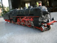 Märklin H0 - 3618 - Steam locomotive with tender Series BR 18.4 of the DRG, with smoke generator