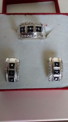 18 kt gold ring and earrings set. Zircons.