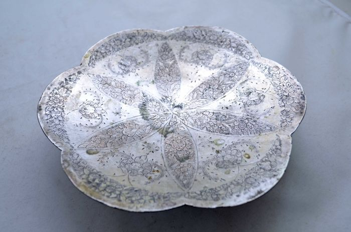 Sweets Serving tray - Persian silver 800 - Wild Flowers - Infinity ornaments pattern - Iran - Late 19th century