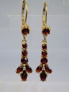 Gold Victorian 2-tier earrings with garnet and garnet pendeloques