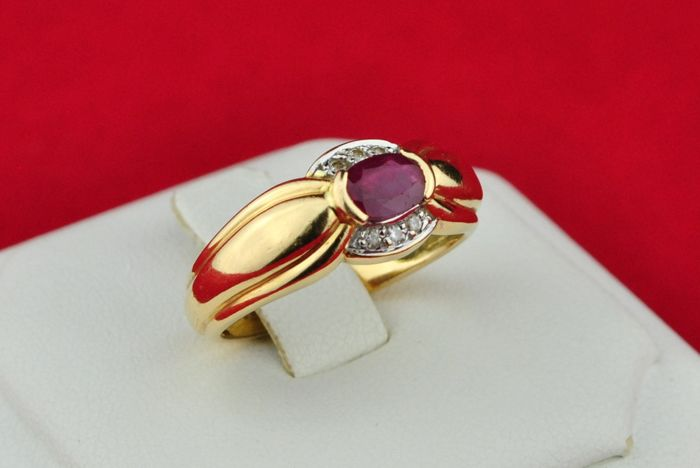 Ruby (5.5 x 4.1 x 2.5mm) & Diamonds (tot. +/-0.10ct IJ/SI2-SI3) set on 18k Yellow Gold Ring - E.U Size 53/54 *Re-sizable