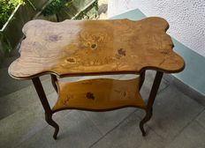 Emile Gallé - Walnut coffee table finely crafted and decorated