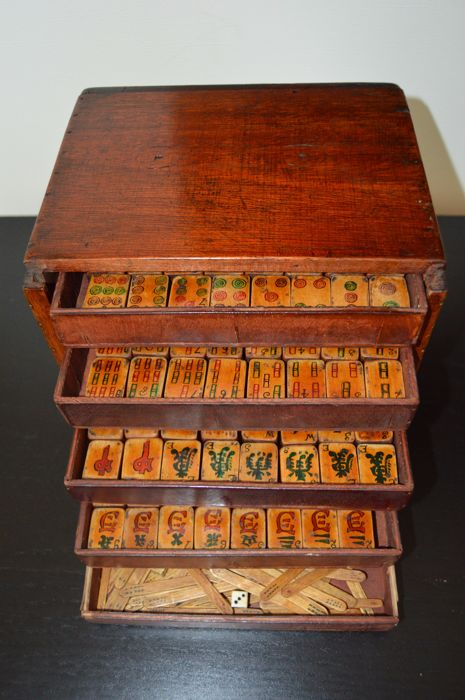 Antique painted bamboo Mahjong set, complete - China - First half of 20th century