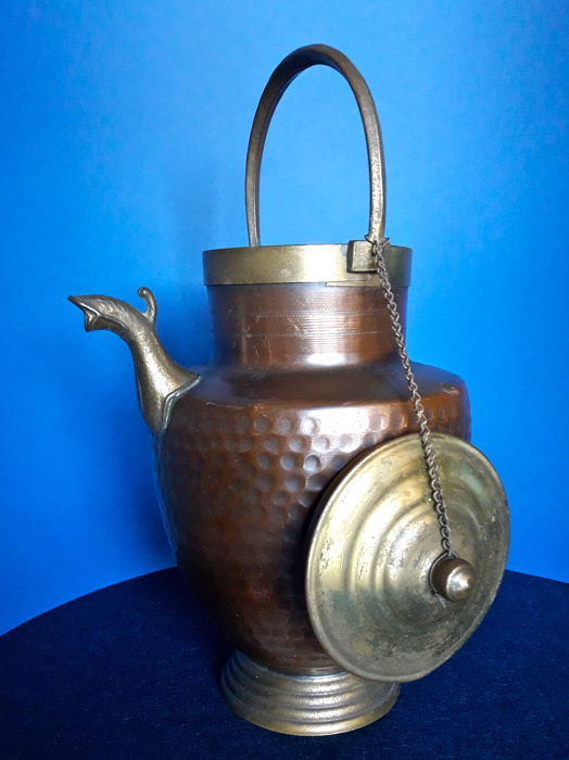 Antique pitcher made of hammered copper, bronze and gilt brass - Italy - 1910