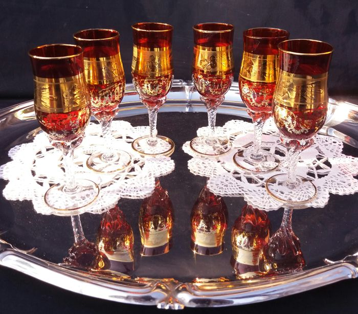 Lot consisting of 6 tulip shaped crystal glasses for liquor with 24kt gold decorations - France 1920 circa
