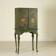 Lacquered and decorated wood cabinet - Italy, late 19th century