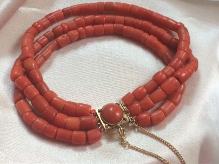 Antique bracelet 100% natural, real blood coral, antique gold clasp with large blood coral + safety clasp 32 grams