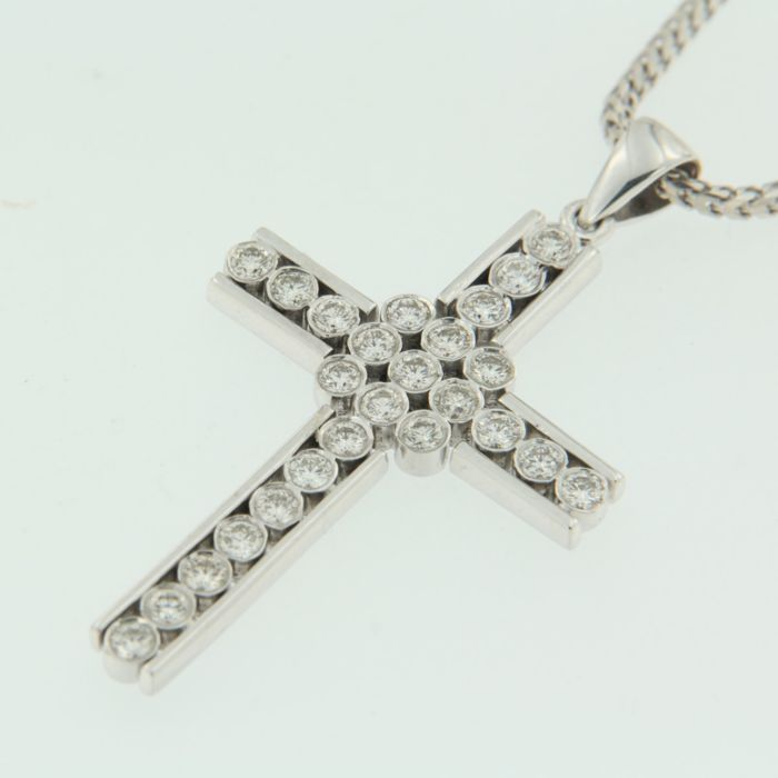 White gold necklace with cross pendant with 25 brilliant cut diamonds, approx. 1.20 carat diamond, F-G-H/VS-SI