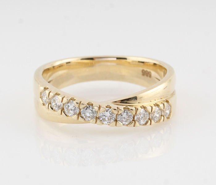 14 kt gold diamond ring, 0.50 ct in total / 9 round brilliants / G-H VS2-VS1 / weight 5.50 g / ring size 56 /