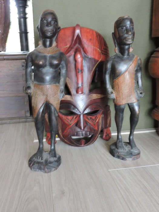 Large African mask and 2 statues -Swaziland