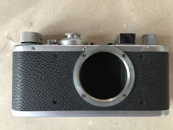 Leica Standard Body chrome from 1940 in its original leather case