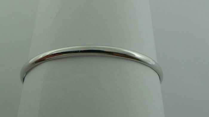 14 kt White Gold Bangle – Diameter: 74.1 mm – 5.44 Grams