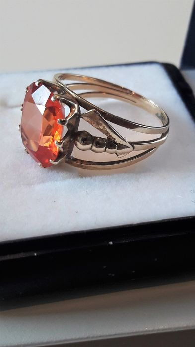 14k yellow gold ring whit very big red / orange sapphire 6,45 ct. Year 1956 ***** No Reserve *******
