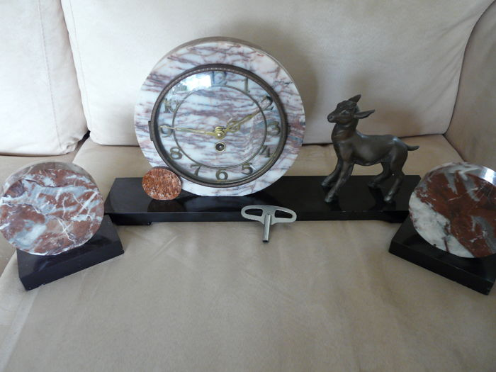 Solid marble standing art deco clock with 2 loose decorative pieces
