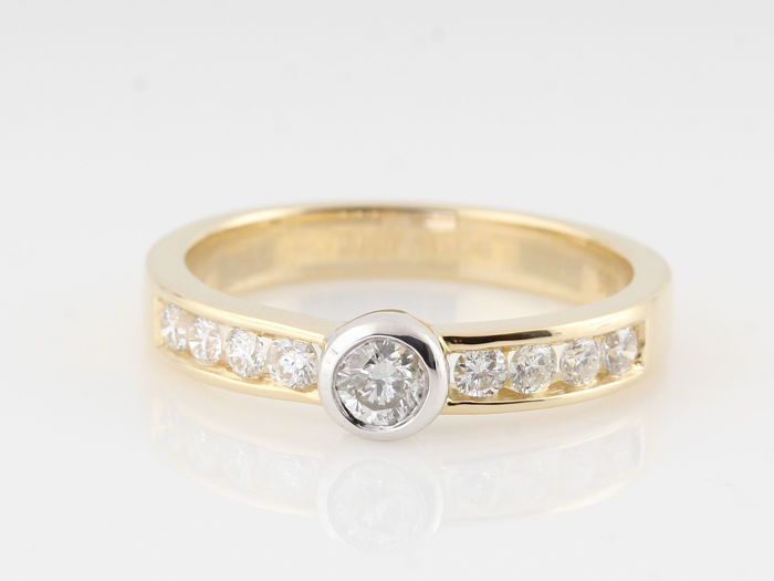 14 kt gold diamond ring 0.52 ct / 9 round brilliant cut diamonds / G-H SI1-VS2 / 4.00 g / ring size; 57