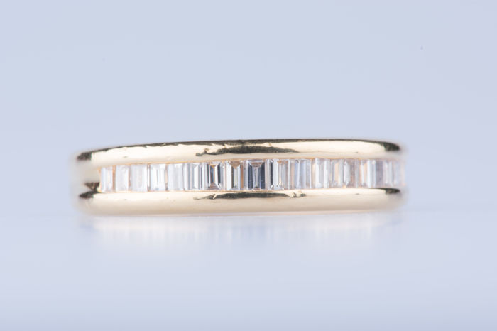 18 kt yellow gold ring with 20 baguette diamonds; Size: EU: 52 US: 6
